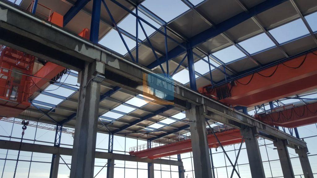 Otwory dachowe pod świetlik dachowe - hala przemysłowa