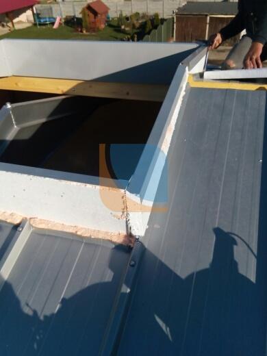 montaż  ocieplenia w świetlik dachowym