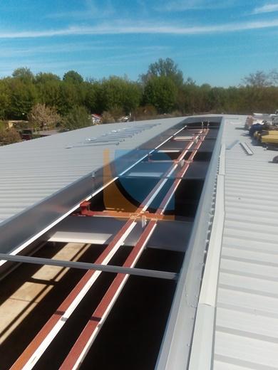 Otwór pod świetlik dachowych z zamontowanymi ceownikami