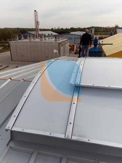 Klapa przewietrzająca na świetliku dachowym