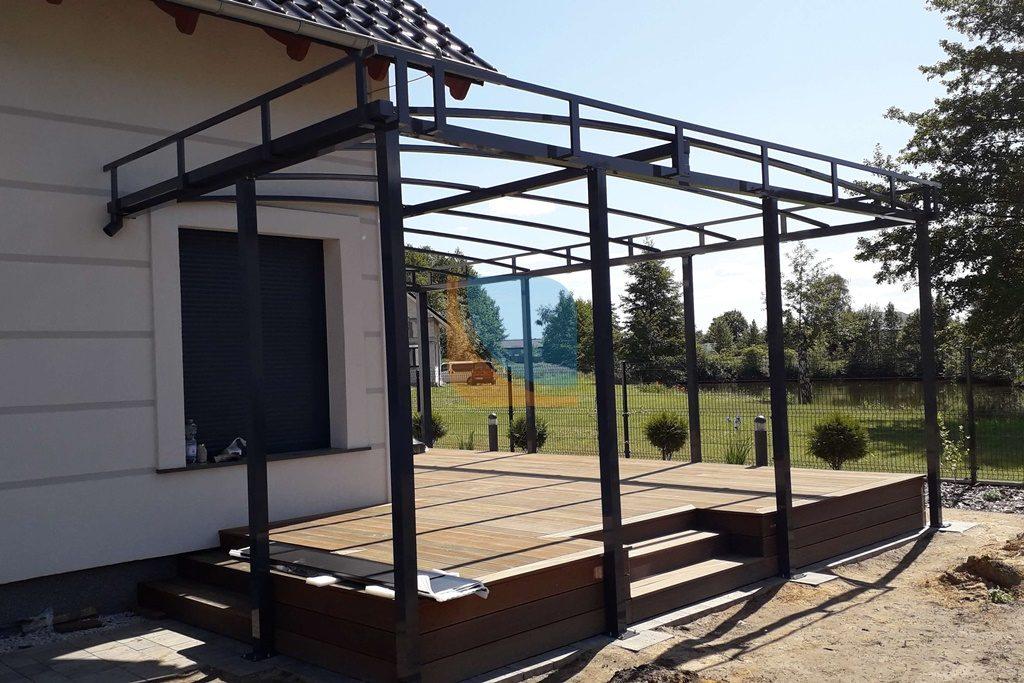 realizacja montażu zadaszenia dachowego nad tarasem